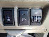 レベライザー付き!乗員やお荷物の重量で後方が少し沈んだ時などに、ライトの照らす方向を修正できます!対向車にも優しいですね(^^)