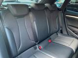 レザーとクロスシートのコンビシートとなります。 人間工学に基づいて設計されたシートは車のもっているドライビングフィールを存分にドライバーに伝えてくれるクオリティの高い仕上がりとなっています。
