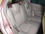 後席は足元のスペースが広くゆったりと快適にお乗りいただけます♪