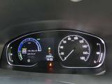 大型のディスプレイに、ハイブリッドシステムのエネルギーフローや、安全支援情報、ドライバー注意力モニターなどさまざまな情報を切り替えて表示