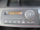 フルオートエアコンのお写真です。ボタンひとつで快適な空間になります。