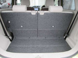ラゲッジルームはリヤシートスライド機能付!使い勝手も良くなります。
