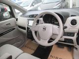 運転席まわりは機能的で操作しやすいです。