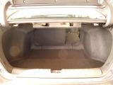 リアシートは片側ずつシートを倒すことができるので、荷物や人数に合わせてシートアレンジすることができます。