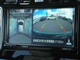 アラウンドモニター(全周囲カメラ)クルマを真上から見ているかのように周囲の状況を把握しながら安心して駐車が出来ます。左前方や後方の安全も瞬時にわかり縦列駐車も安心です。
