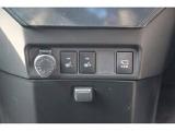 運転席&助手席にはシートヒーターを装備。寒い日に素早くシートを温めます。