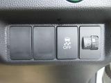VSA(車両挙動安定化制御システム)とは、従来の車輪のロックを防ぐABS、車輪の空転を抑制するTCSに加え、クルマの横滑り、曲がるを制御し、走る・曲がる・止まるの全領域で安定性を確保するためのシステムです。