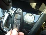 キーフリーが付いております!鍵をカバンに入れたままエンジンが始動できますので便利です!