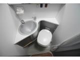 シャワー&トイレルーム!温水シャワーも使用可能です!
