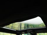 【ガラスルーフ】屋根の一部がガラスになっています!長時間運転で疲れちゃってもこの開放感♪