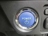 スタートシステム♪ハイブリッドシステムの始動は、ブレーキを踏んでエンジンスイッチを押すだけ。キーを差し込む手間もなく、カンタンでスムーズです♪