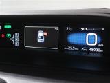 視線移動が少なく疲れにくいセンターメーター!ハイブリッドシステムインジケーターをはじめとしたお車の状態の情報を確認できます。