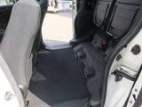 ◆17.座席が上がって後部座席自体を収納スペースにすることも可能です!