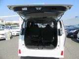 トランクルーム サードシートが分割可倒式で荷物も沢山積めます。