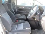 運転席です!!足元も広くゆったり座れて長距離運転も安心です!