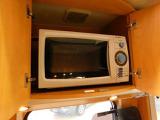 電子レンジ装備!外部電源か搭載発電機で使用