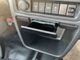 インパネ下部には灰皿も装備!タバコを吸わない方でもコインケースやちょっとした小物入れとして使えます!