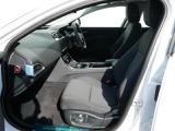 XE ピュア 2.0L D180 ディーゼル AWD