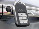 キーをポケットに入れたままでもエンジンON/OFF、ドア施錠/開錠可能♪便利なスマートキー