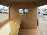 軽バンベースのキッチンカーには必須の運転席との仕切りもしっかり装備しております!!