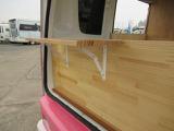 リア販売窓には外に折りたたみカウンター装備!!
