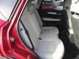 後部座席もゆったりです!白革シートがおしゃれです!