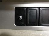 ワンタッチスイッチ付のパワースライドドアで、お子様にも安全な挟み込み防止機能がついています。