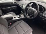 【フロントシート】広々とした空間は、ストレスを感じさせることなく、ゆったりとドライブをお楽しみ頂けます。