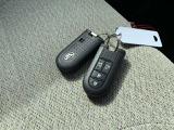 ★キーレスプッシュスタートシステム★エンジンスタートはキーレスプッシュスタート。鍵を車内に持ち込めばシリンダーに差し込まなくともボタン1つでエンジンがかかります★