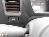 普段は、2WDでスイッチ1つで4WDになる簡単な操作です。しかもわかりやすい大きなスイッチになっております。