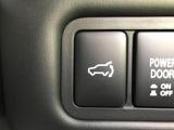 ステアリングから手を離さずにマニュアルライクなギア操作ができる、【パドルシフト】も設定されています。