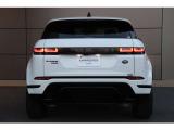 2代目イヴォークは新設計のフレームを使い、ホイールベースを20mm伸長し車内スペースを確保しています。