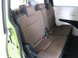 後部座席もこれだけの広さがあるので、大人の方でもゆったりと座って頂くことが出来ます☆