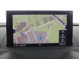 バーチャルコックピット・・メーターパネル内にシャープかつ鮮明で視認性に優れた高解像度12.3インチの液晶ディスプレイを配置。フルデジタルメーター、ドライバーズインフォメーション、ナビゲーションを表示。