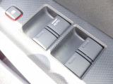 パワーウィンドウは運転席のスイッチのみオート機能も装備されております。ウィンドウロックも装備されているので、お子様と一緒の時も安心ですね。