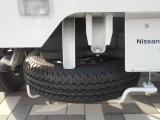 荷台の下にスペアタイヤが付いておりますので、急な万が一の時にご使用できます♪
