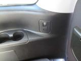 サードシート用USBポート・カップホルダー&スライドドアスィッチ。