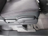 ◆シートハイトアジャスター◆運転席を上下に高さ調節ができます!運転ポジションを体格に合わせてシート調整できます。