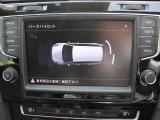 フロントおよびリアにパーキングセンサーを装備、車庫入れや縦列駐車時に助かる装備です。前後に装備されたパーキングセンサーは音だけでなくモニターで接近情報を確認出来てより安心です。