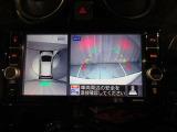 アラウンドビューモニターは真上から見下ろした様に車の周囲を表示することで、駐車時の安全性と利便性を高めます。