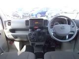 視界がよく、操作性にも優れた運転席まわり。