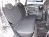リアシートは、シートの座面を考慮し、ゆとりある着座姿勢を保てるようにシートバックの角度を最適化したシートを設定。リクライニング機能が付いていて、ゆったりくつろぐことが出来ます。