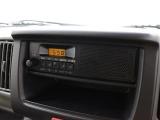AM/FMラジオデッキを装備しています。2DINサイズのスペースを確保しているのでオーディオ下部は収納スペースとして使えます。