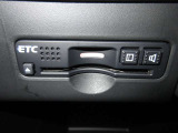 高速道路を利用する方に便利なETC車載器が付いています! ETCカードを利用して高速道路の料金所をノンストップでスムーズに通過できます。ETC専用出入口も利用できるので便利ですよ