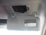 ETC車載器は専用ボックスにてバイザー裏に隠れて装着されております。トップシーリング(天井)の状態もご覧ください。きれいな状態となっております。