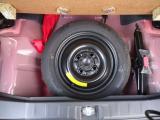 スペアタイヤが搭載されていますのでパンクしても安心です。