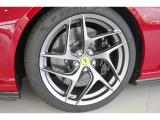 オプションの鍛造マット・グリジオコルサ20インチホイル560,000円+グロスブラックブレーキキャリパー137,000円