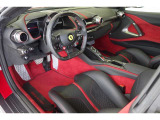 カーボンレーシングシートM 238,000円+レーシングシートリフター227,000円、カーペットRosso、ロゴ入りフロアマット121,000円