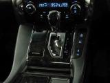 左右で温度調整の出来るデュアルオートエアコン完備☆快適な車内空間で会話も弾みます♪電動パーキングブレーキ搭載!スイッチ操作でパーキングブレーキを作動・解除できます。
