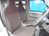 ドライバーのかたと助手席のかたが座るシートです。